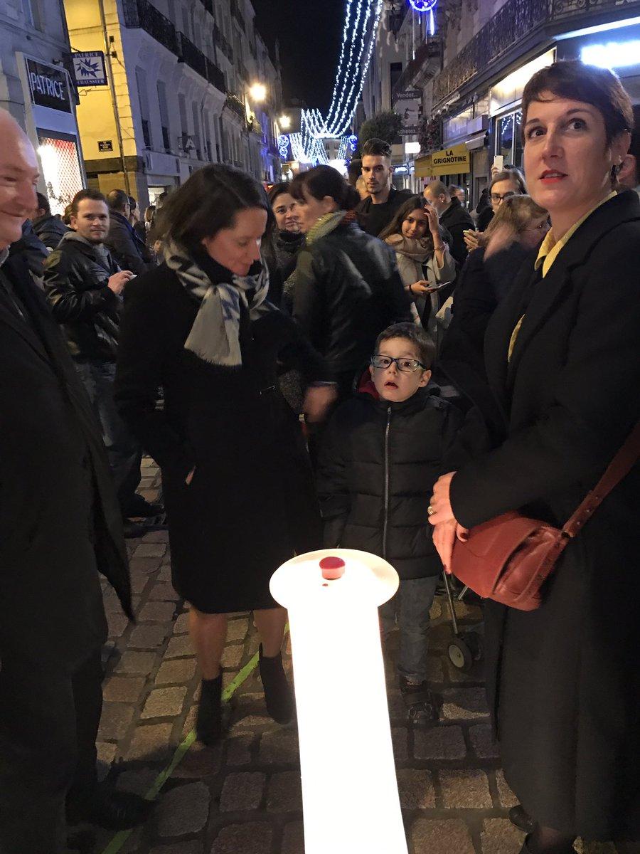 Inauguration du marché de #Noël de #Nantes et lancement des illuminations ! pic.twitter.com/JmnSkgYKIV