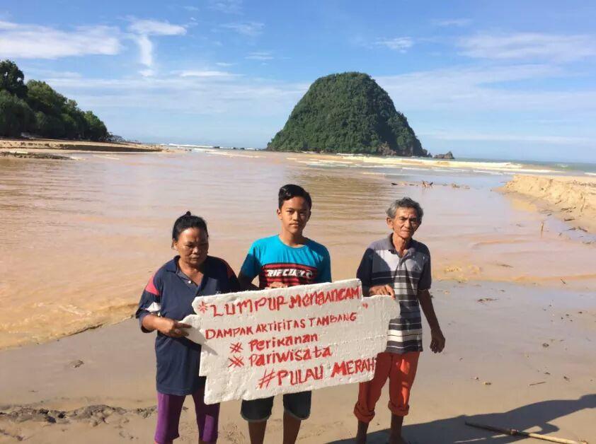 Pulau Merah rusak akibat tambang Tumpang Pitu.