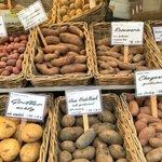 ドイツの芋屋。これ全部芋の種類が違う。 pic.twitter.com/yq2ph5YcVq