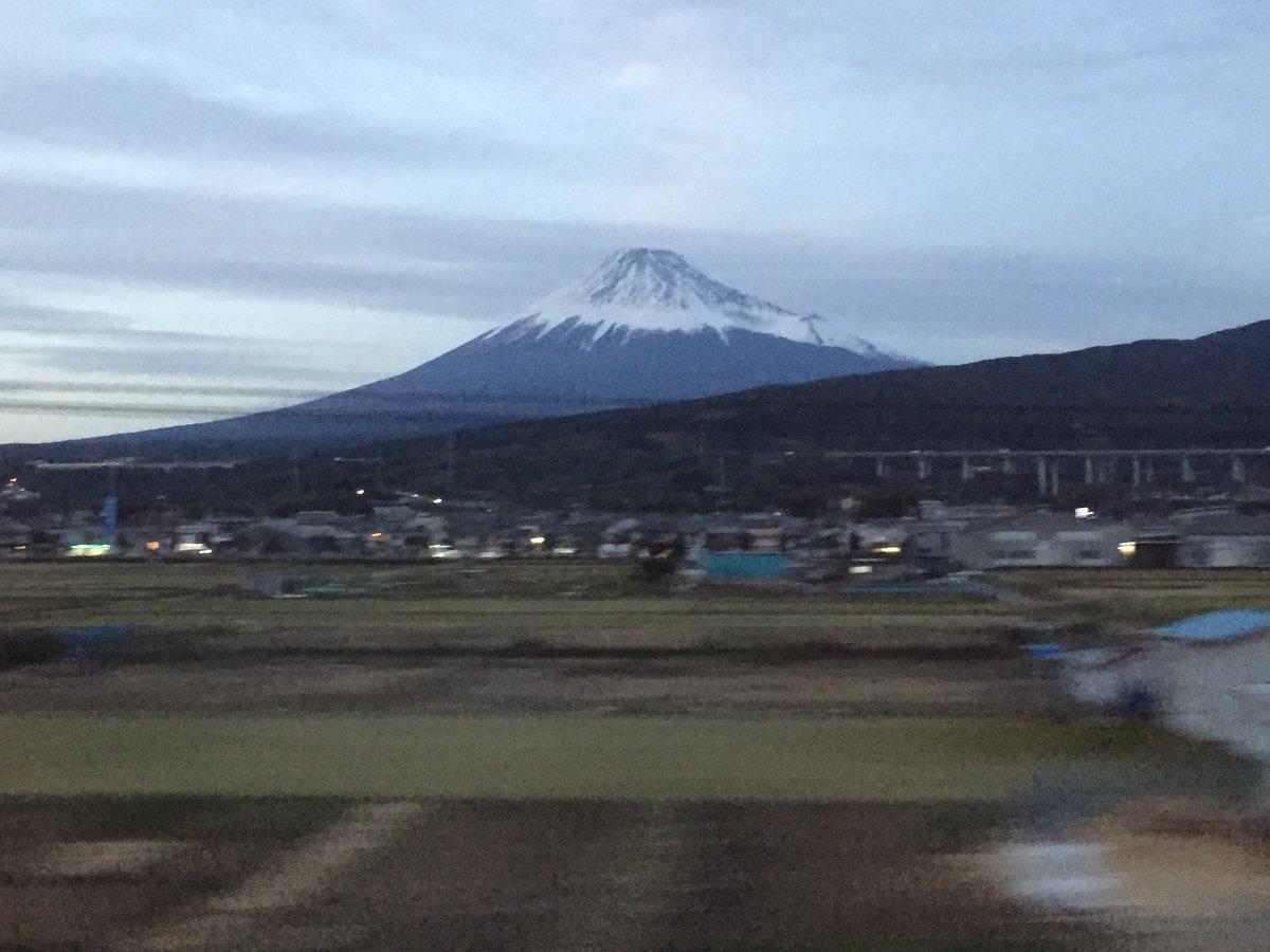 名古屋からの帰り。夕方の富士山。よう、日本一!