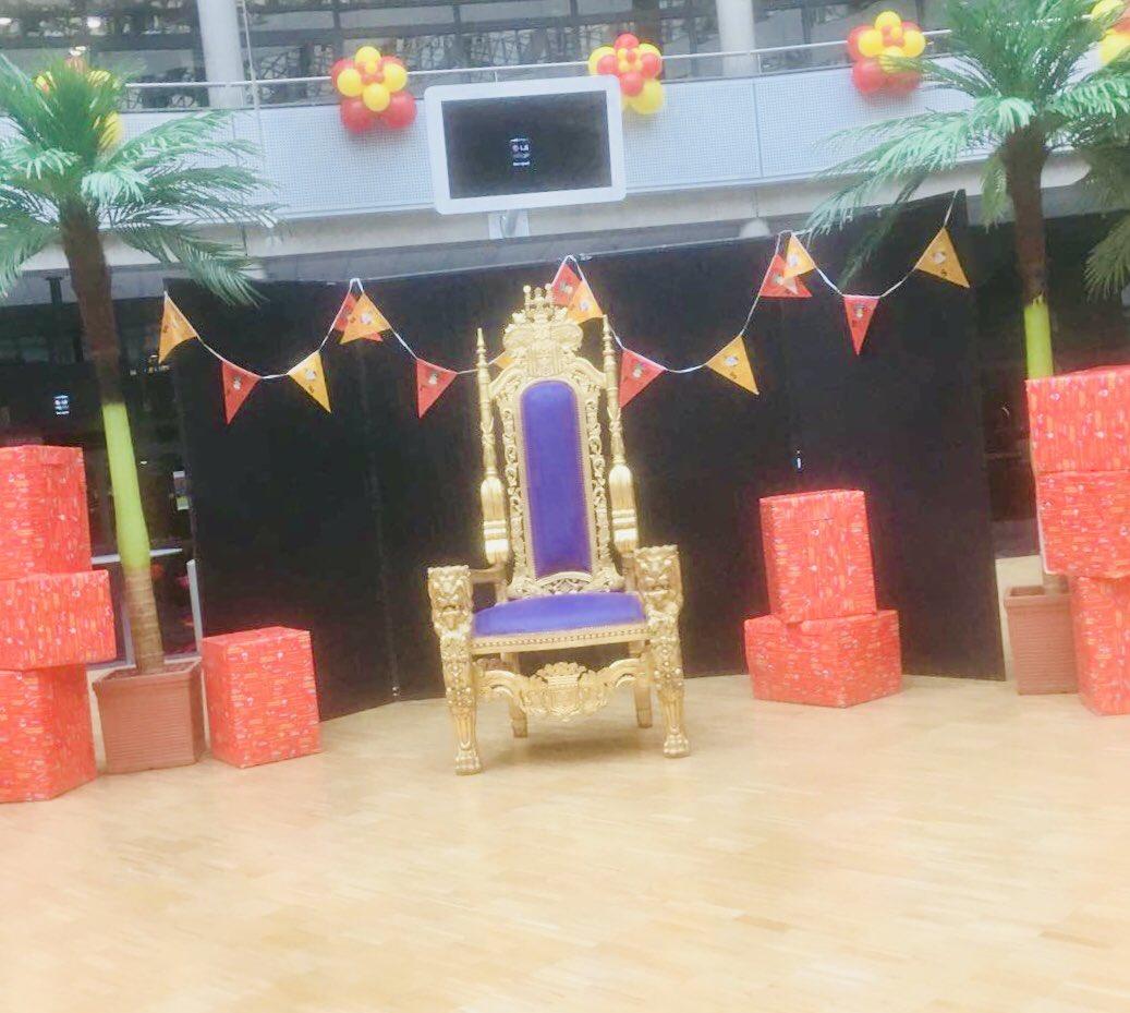 We staan er klaar voor! #sinterklaasfeest @dehaagsehogeschool #partyregelaar #troonhuren