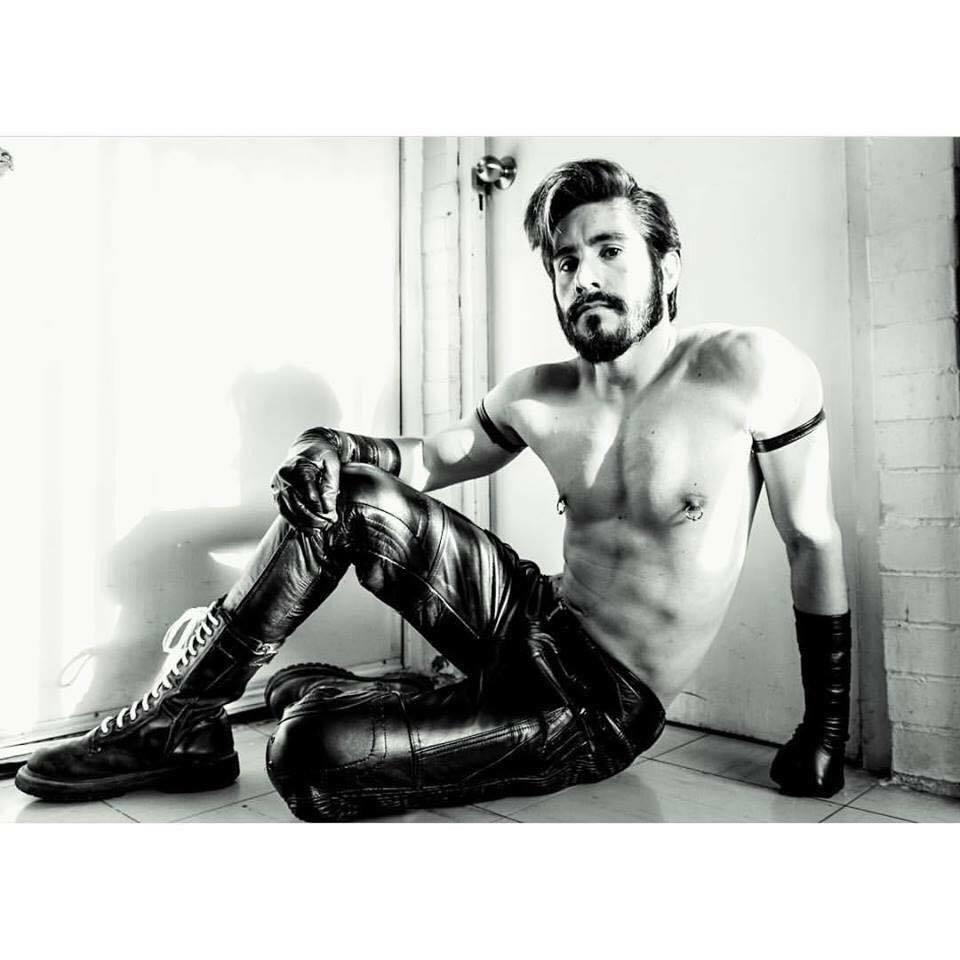 leathermen, gayleather, gaymen, gayfetish, gaykink, gay, gaypic, gayboots, leatherpants, hot, tom of finland, guysingear, fetishmen, leatherfetish, fetish leatherarmysport:  #LeatherArmySport   Yes, this is me.  http:// ift.tt/2jmfX3q     <br>http://pic.twitter.com/oOfRZkfNSv