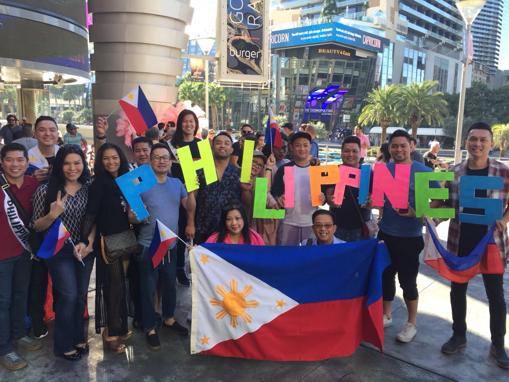 LOOK: Pinoy fans gather in front of Planet Hollywood to show full support for #MissUniverse #Philippines Rachel Peters.   via