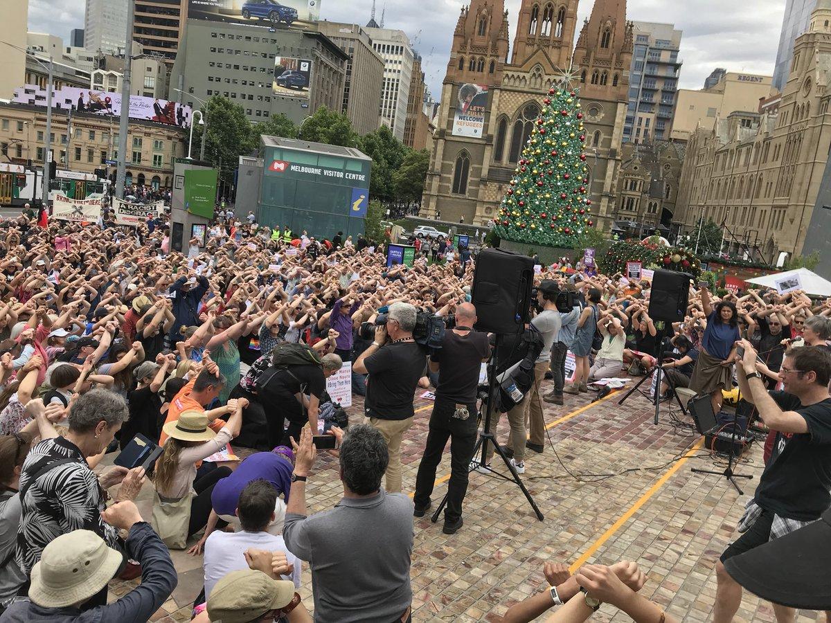 Massive crowds in Melbourne. In solidarity with the brave men on Manus. #SOSManus #EvacuateNow
