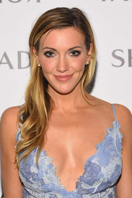 Let s wish a very happy birthday to Katie Cassidy who plays on