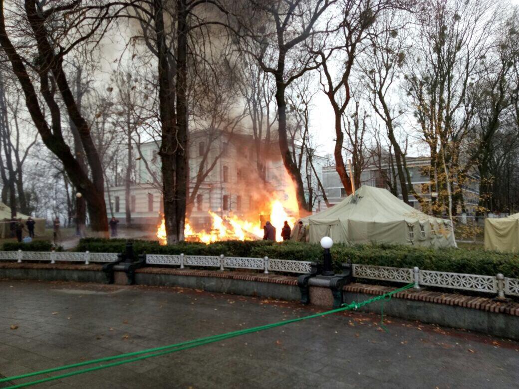 Под Радой сгорела палатка, пострадавших нет, - Нацполиция - Цензор.НЕТ 2827