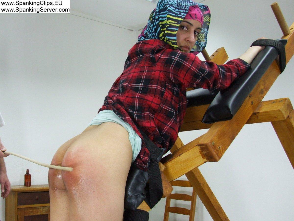 Singapore transvestite thief caned