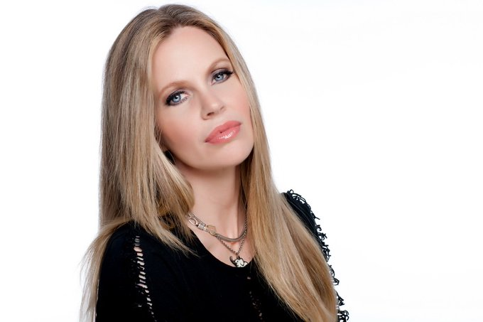 Happy birthday Kristin Bauer van Straten