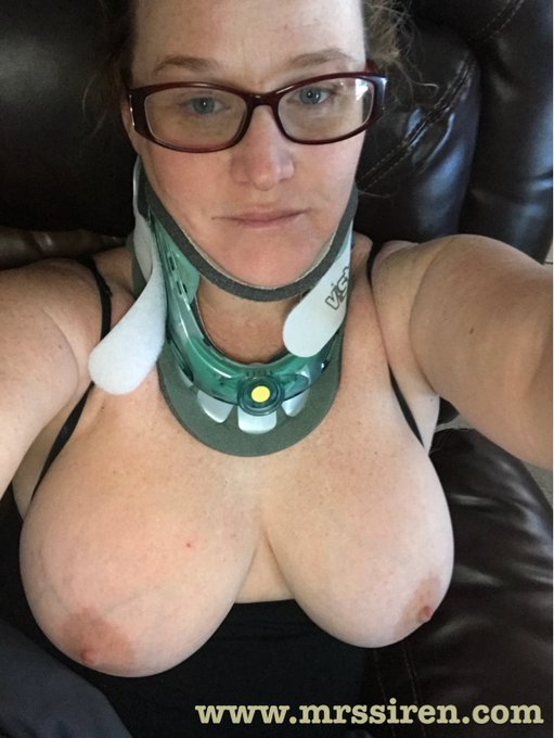 Will be wearing my neck brace for a couple more weeks, but the boobies are looking great!!! 😉👍🏻 https://t