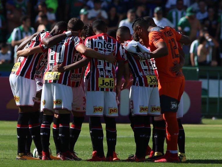 FIM DE JOGO! 🔴⚪⚫🙃⚽⚽ Pelo Brasileiro, Tricolor vira e garante a vitória em Curitiba: Coritiba 1x2 São Paulo, gols de Militão e contra #VamosSãoPaulo