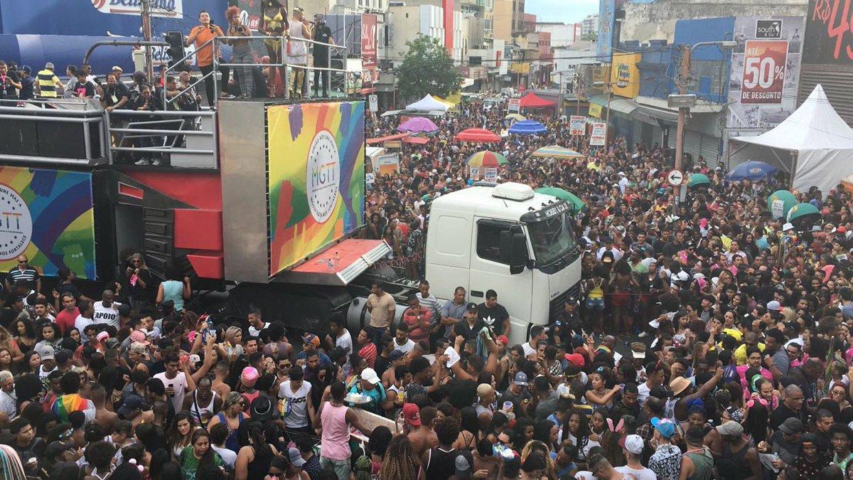 Parada Gay de Madureira é marcada por forte calor e presença da cantora Ludmilla https://t.co/ciPOfz5IFc