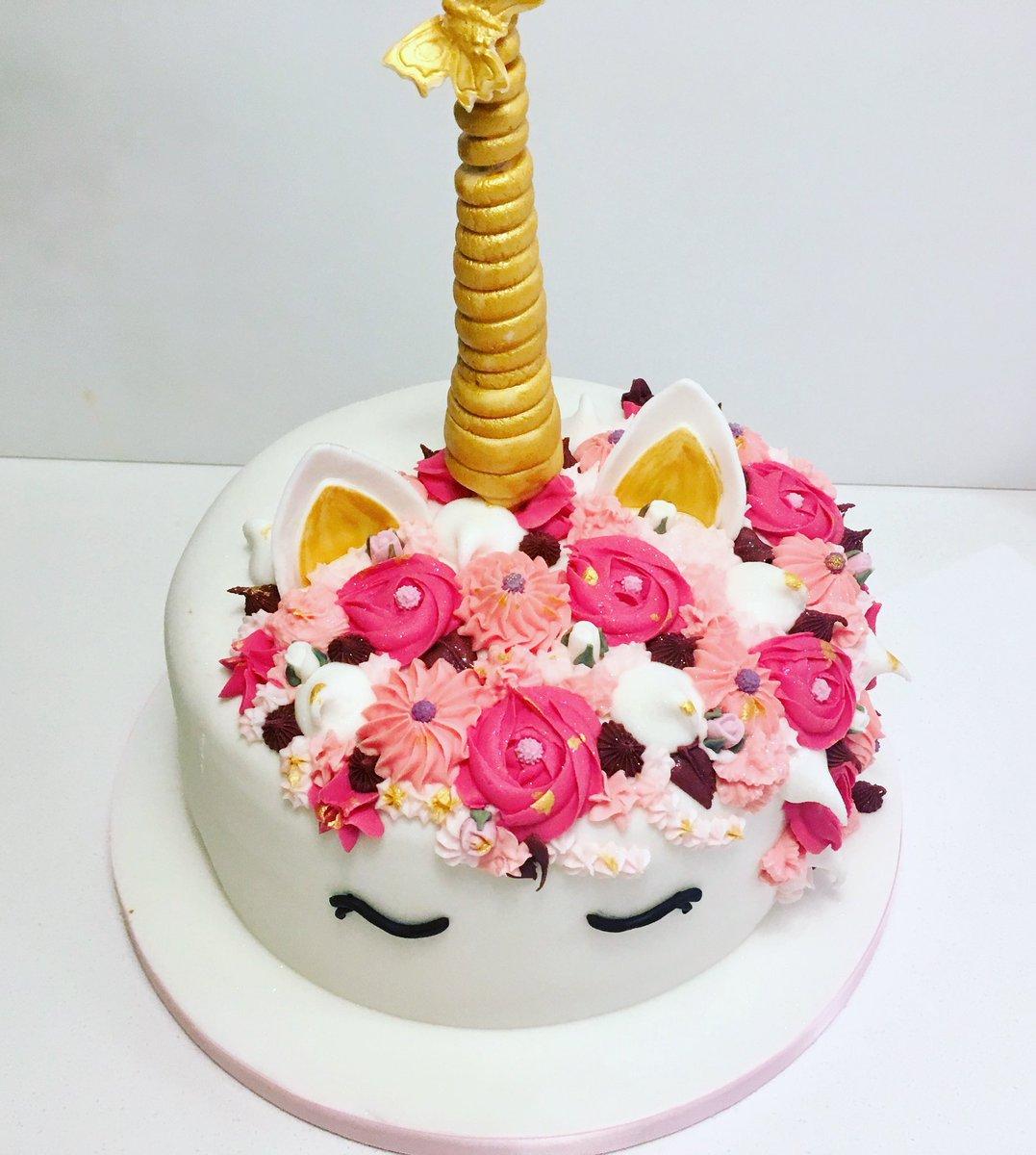 Nelren Cake Design On Twitter Strawberry Sponge Unicorncake
