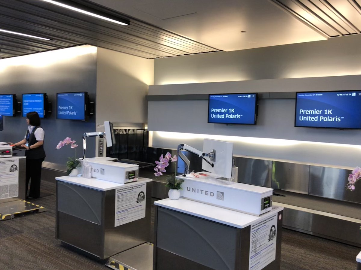 Desk At One Of Your Busiest Airports On The Travel Days Year Flysfo 8am 27 Nov 2017 Unitedpic Twitter Lm0rrafzc2