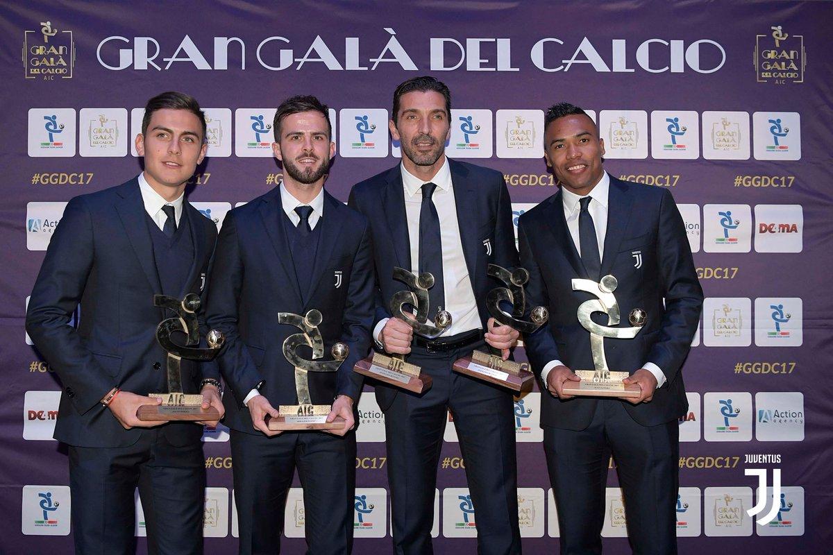 Penampilan pemain-pemain Juventus ketika menerima penghargaan di ajang Gran Gala Del Calcio, via twitter @juventusfcen