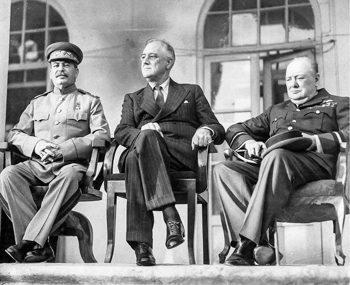 Участники Тегеранской конференции руководителей трех держав — СССР, США, Великобритании.