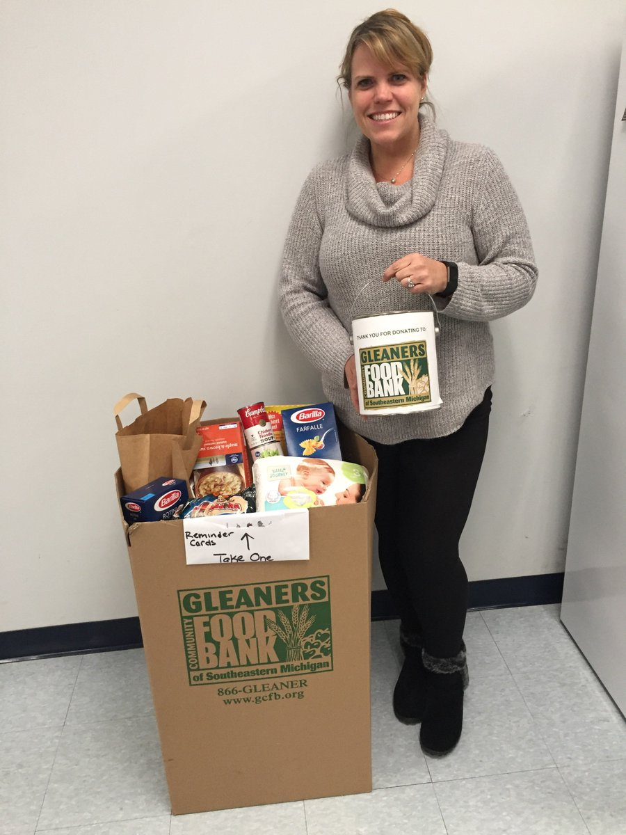 'Tis the season for giving! Thank you to Dani for organizing a successful Gleaner's Community Food Bank food & fund drive at Global LT. Find out how to host your own food or fund drive at https://t.co/FjpaZ1R1mw https://t.co/tfcBRO6KZZ