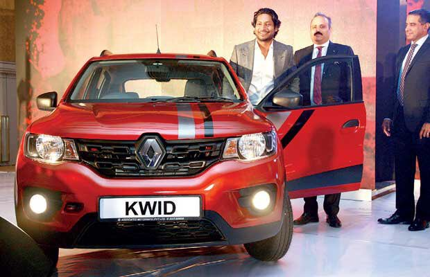 @KumarSanga2 with a fake laugh as he signs for #Renault keeping in mind their big machines, F1 and gets a stupid KWID instead to promote  #lkr #Srilanka<br>http://pic.twitter.com/HcGZttpSeH