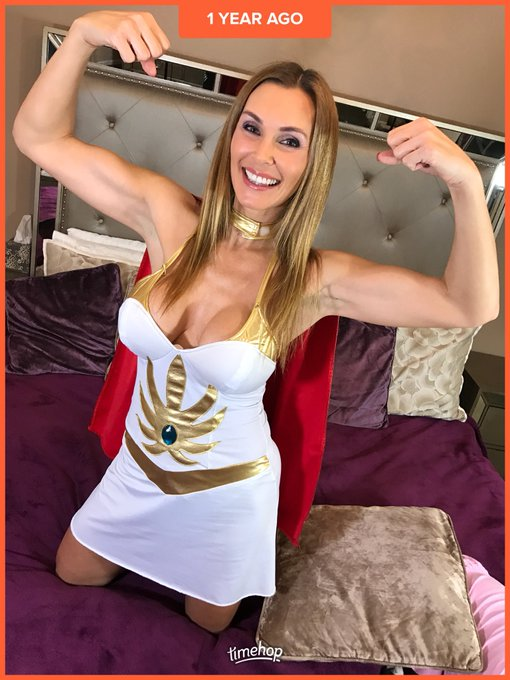 #guns need I say anymore?  #shera #tanyatate #girlswithmuscles #illgetbackthere #commentifyouwant https://t
