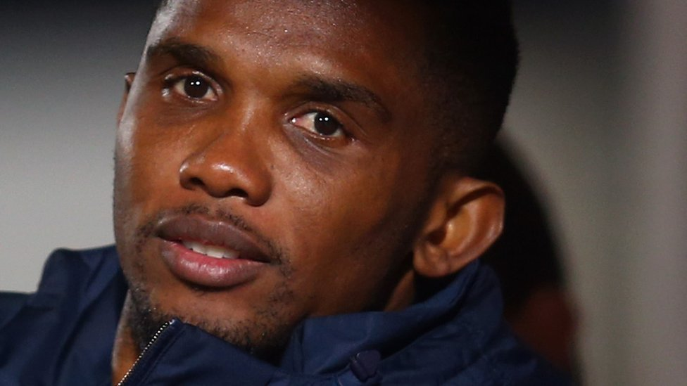 Fake news alert! 🙅🏿🚫⚠️  A story has been going around social media claiming the footballer Samuel Eto'o bought plane tickets for Cameroonian migrants so they could return home from Libya.  But Eto'o called it a rumour which 'is completely baseless'.  https://t.co/LeBjYBr0AV