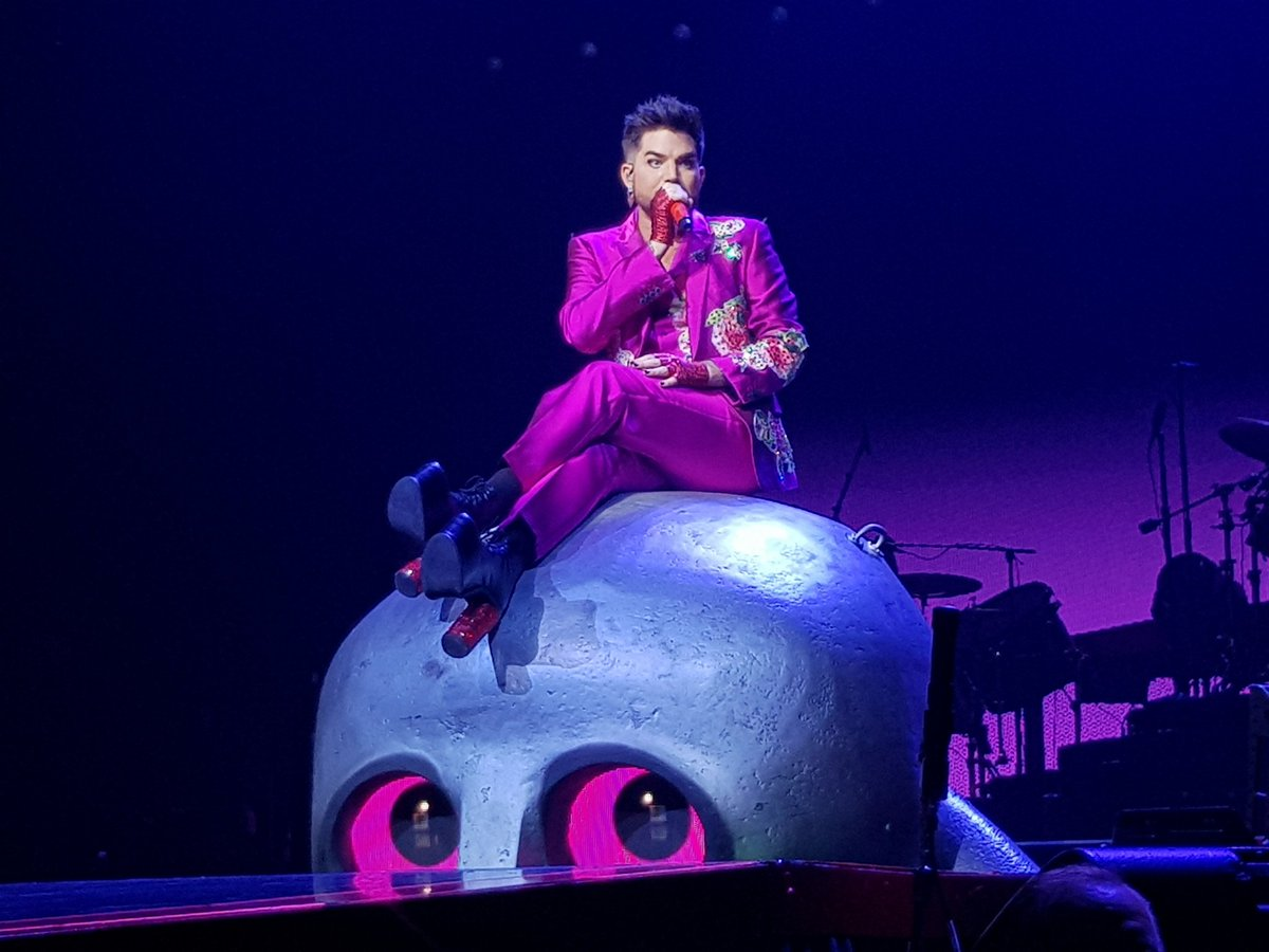 Should really stop posting #queenandadamlambert spam. Here&#39;s one last pic of @adamlambert being awesome though!  Also, Frank!  <br>http://pic.twitter.com/2452PepsHY