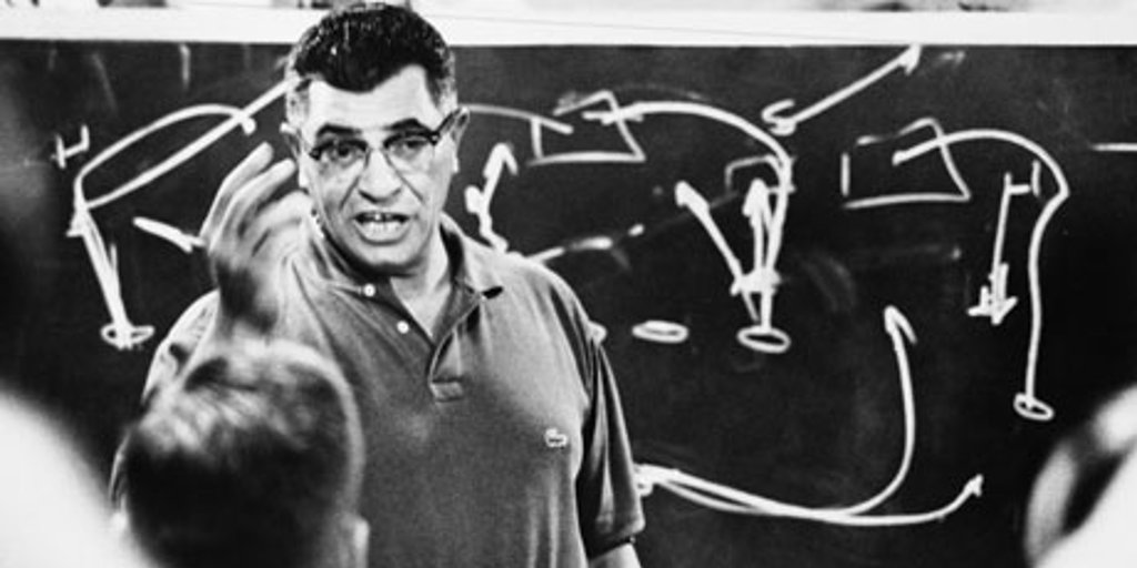 Show me a good loser, and I&#39;ll show you a loser. #VinceLombardi #PackersNation #NFL #Quote<br>http://pic.twitter.com/0scNapTxFu