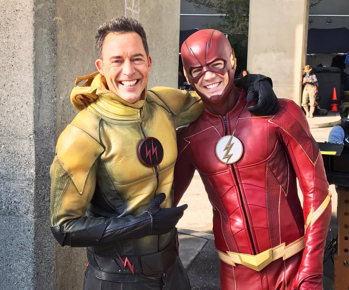 RT @CavanaghTom: Reunited.              #TheFlash             @grantgust   #CrisisOnEarthX https://t.co/2G07YhhMu7