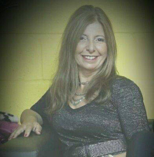 Este dato merece un RT. Andrea Baez es la mujer que canta el jingle de Marolio. Y además es corista de Ciros y los persas.