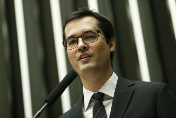 CNMP decide que Deltan Dallagnol pode cobrar por palestras sobre a Operação Lava Jato https://t.co/z3ybkSfZdC