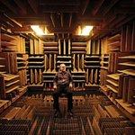 「世界一静かな場所」反響を99.99%を吸収する-9.4dbの米Orfield研究所の無響室。音が一…