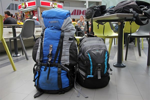 Backpak: carrier dan daypack