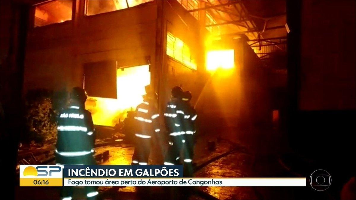 Incêndio atinge galpões próximo ao aeroporto de Congonhas em #SP https://t.co/4sv5ijRByM #G1