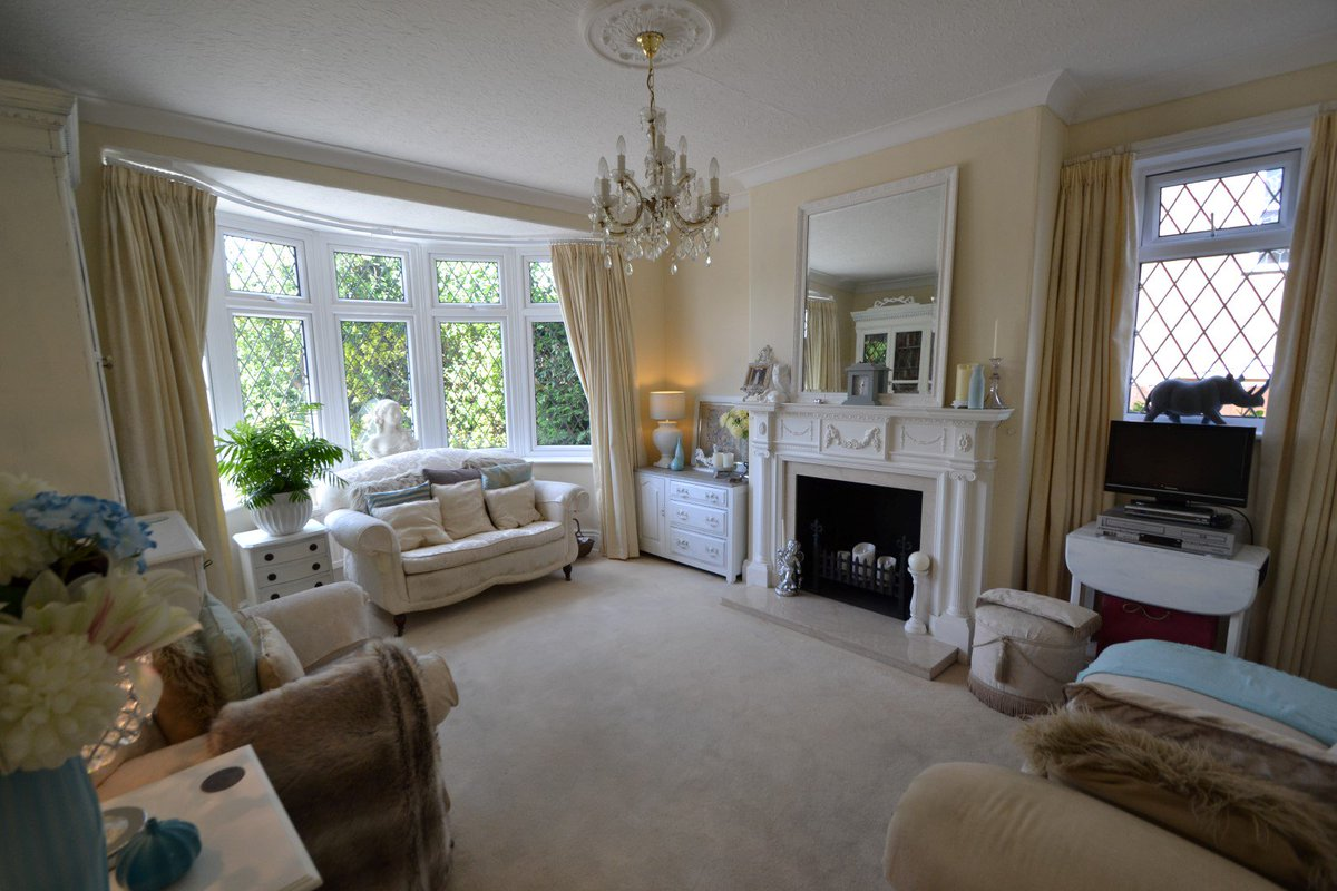 ... Plus DOUBLE GARAGE And Mature Rear Garden. Https://www.whitakers.co.uk/details/sales/27044208  U2026 Please Contact 01482 657657.pic.twitter.com/DAOO0JiVOu