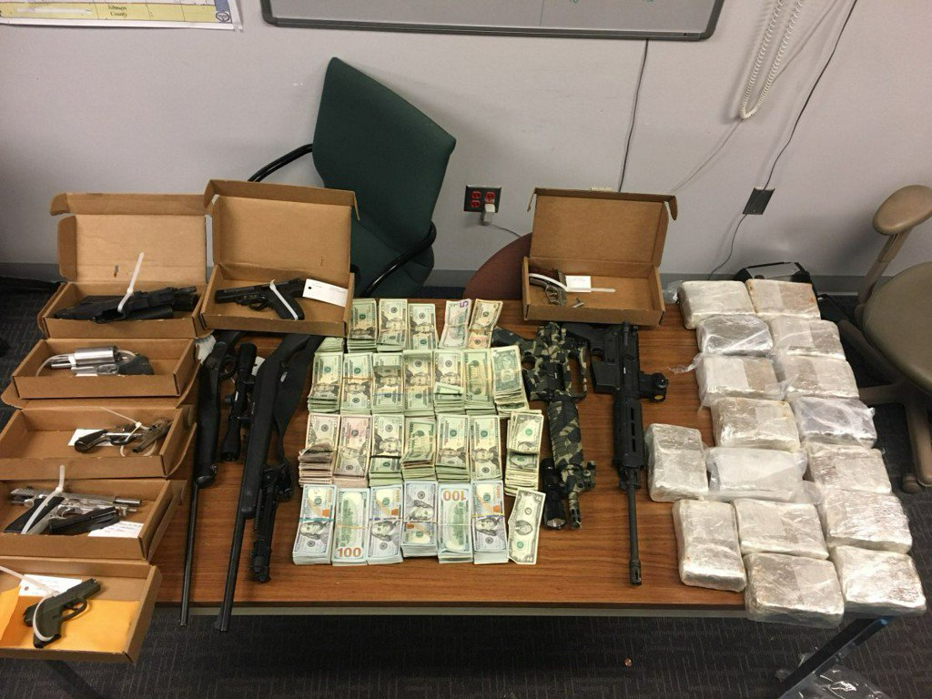 Drugs, guns, $91K in cash seized after pursuit on near east side https://t.co/FrXgaGugd6
