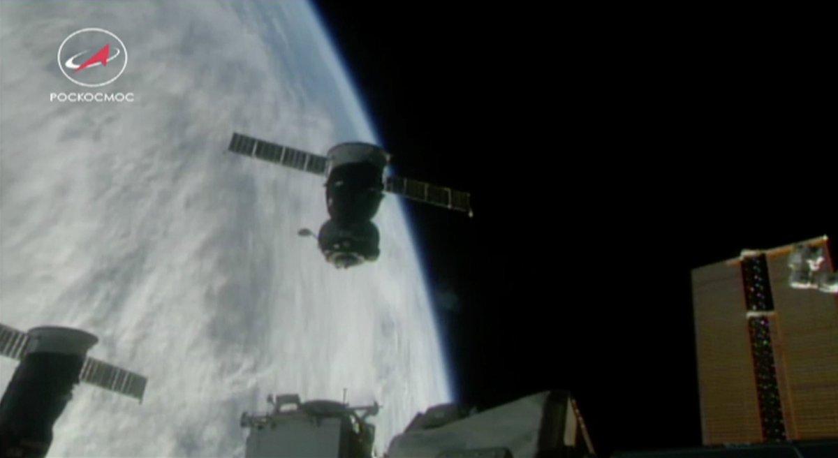 Пилотируемый корабль #СоюзМС05 штатно отстыковался от Международной космической станции и находится в автономном полете. Посадка запланирована в 11:38 мск. Трансляция будет доступна на нашем сайте - https://t.co/tL30gTow3Y.