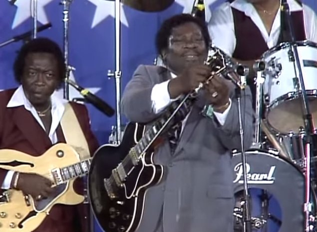 B.B. King Changes Broken Guitar String Mid-Song at Farm Aid, 1985 and Doesn't Miss a Beat. Love this one. https://t.co/fYbjnFZpbp