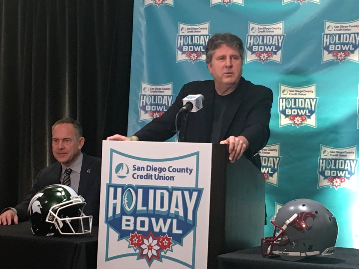 Mike Leach addresses the media at the San Diego County Credit Union Holiday Bowl press conference. #HolidayBowl