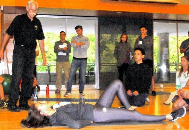 500RT:【背骨摩耗】腹筋運動は腰痛の原因?バスケ協会が「推奨できない」と周知進める https://t.co/gF3aJfxx6c  繰り返すことで椎間板を痛めるという。腰は動かさずに腹筋を収縮させて胸部を曲げる「カールアップ」などを推奨…