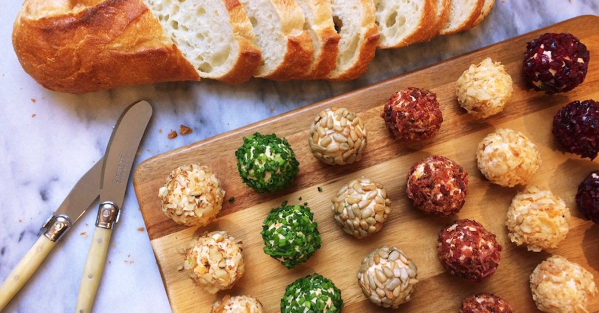A simply adorable starter for the holiday season, these mini cheese balls are easy and tasty: https://t.co/Uh6y8inVdm