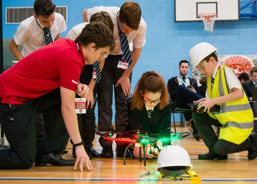 Six teams will go head-to-head in the finals of our Quadcopter Challenge this Friday: https://t.co/IeiT1zttf3 #STEM