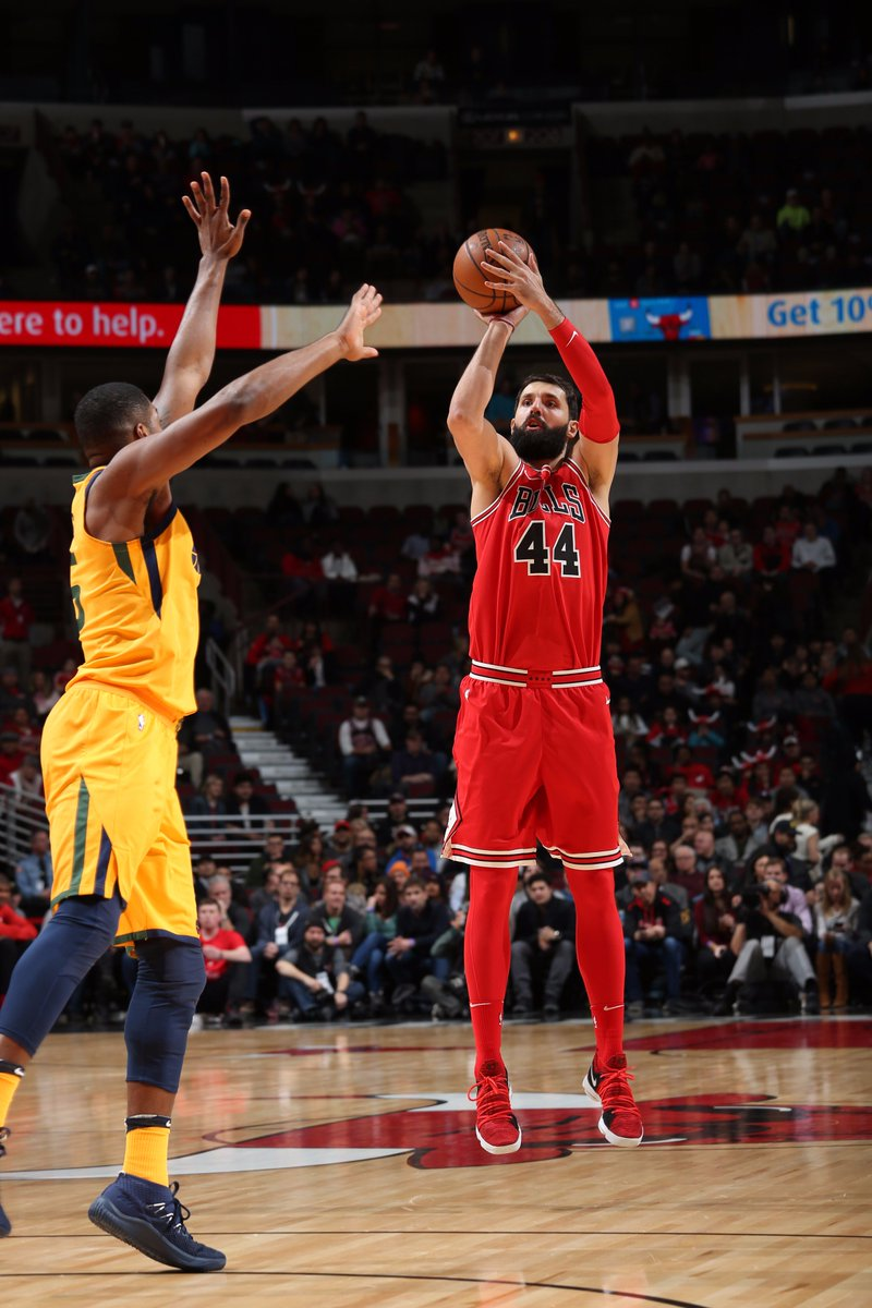 Mirotic scores 14 at the half to lead all scorers from CHI.  @chicagobulls seeking 4th straight win, lead @utahjazz 49-48 on League Pass.