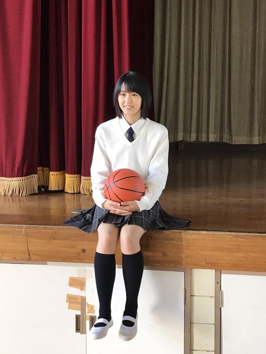バスケットボールを持つ竹内愛紗