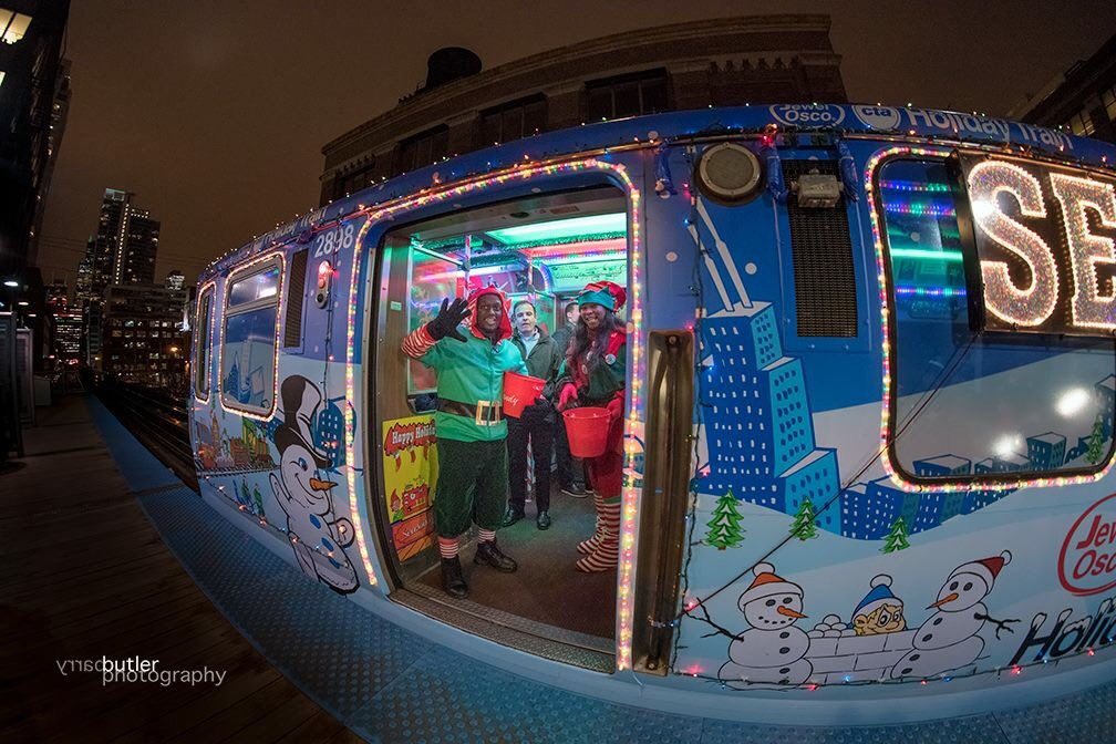 barry butler on twitter friendly welcome on the cta holiday train on wednesday night in chicago christmas chicago news