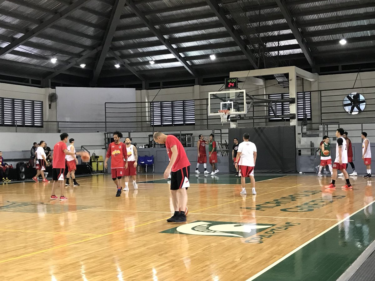 Here at Acropolis Greens where @TheSMBeermen prepare for another title run this Philippine Cup. #PBA2018 | @RLeongsonINQ https://t.co/0Yi8HdFigv