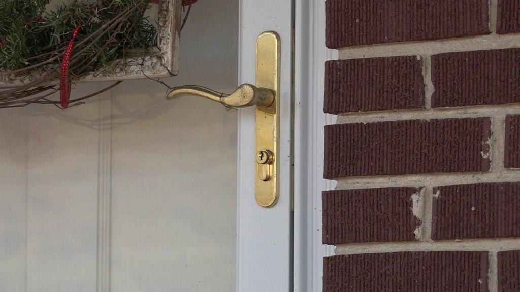 Burglars Ransack Home; Take Christmas Presents, Guns, Twinkies https://t.co/XaHhnsqObZ