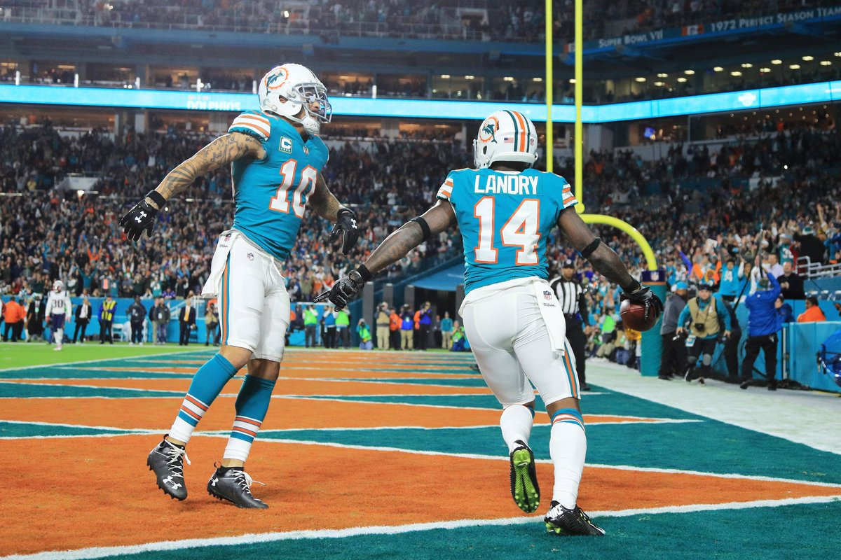 Dolphins are rolling!   They lead the Patriots, 20-10!   #MNF