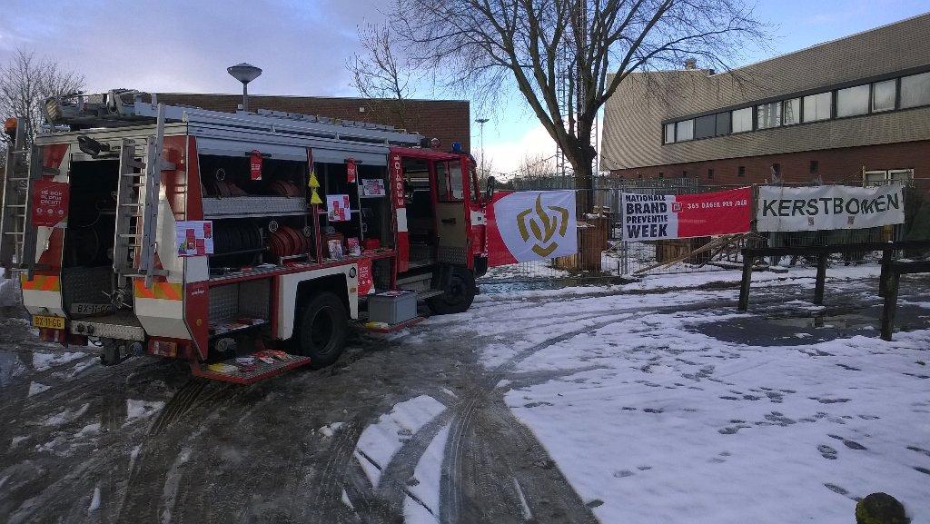 RT @pathoorn: #brandveiligleven Eerste #BVLbrandweervoertuig @vrnhn vandaag te bewonderen #kazerneEnkhuizen https://t.co/WDpunQPPxN