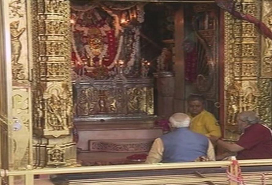 #Gujarat: PM @narendramodi offers prayer...