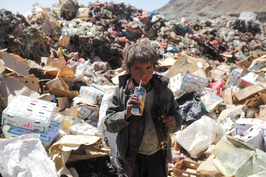 La #ONU asegura que más de 8 millones de personas en #Yemen están a un paso de la hambruna https://t.co/bFogt5Ja2h https://t.co/utZTAWzVZK