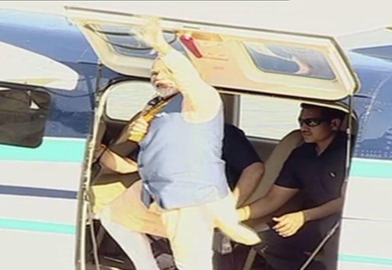 Prime Minister @narendramodi waves to th...