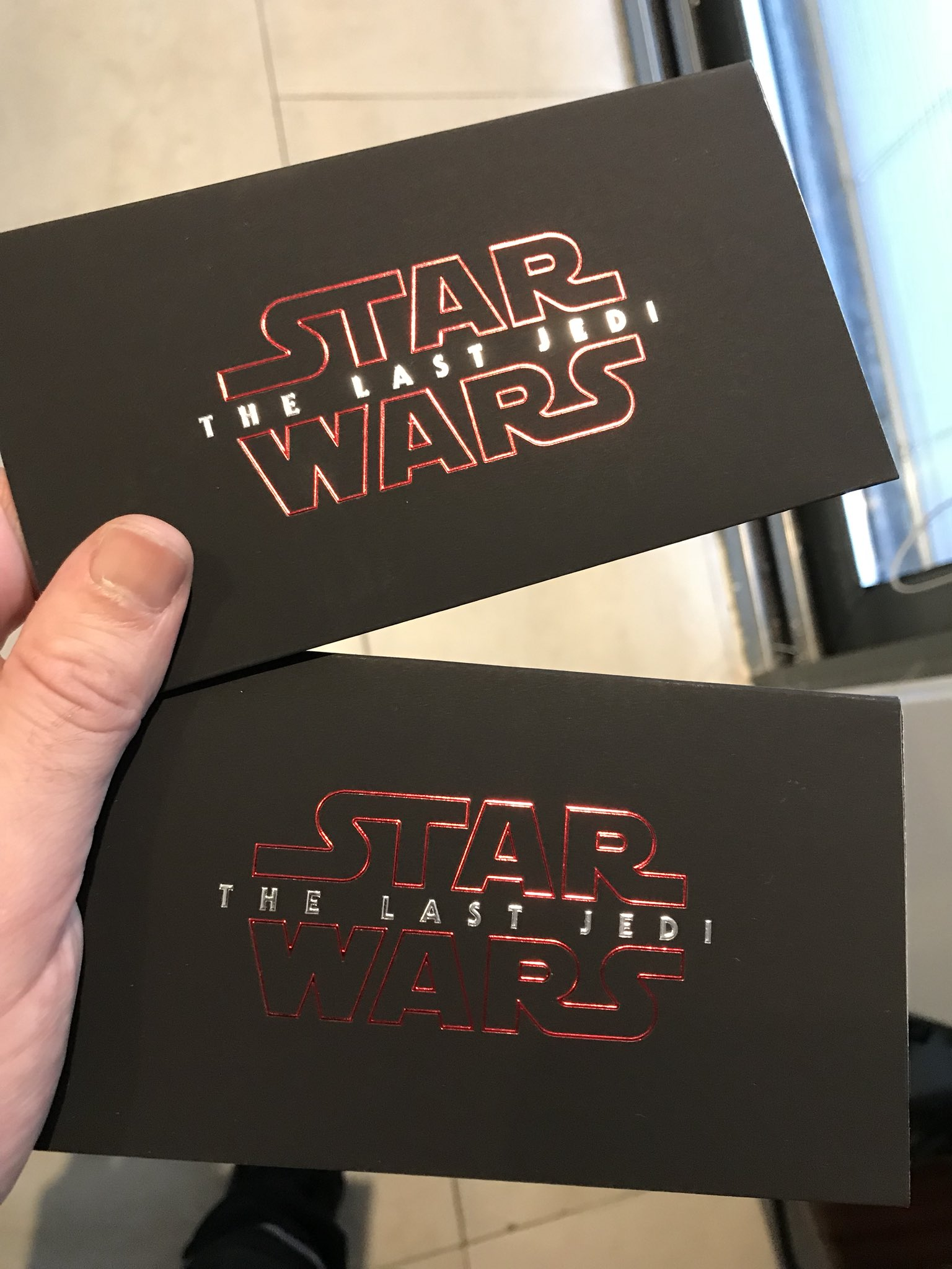 Christmas came early !!!!! @StarWarsUK the last Jedi premiere tickets , boom💥 https://t.co/TLeBhtlKqJ
